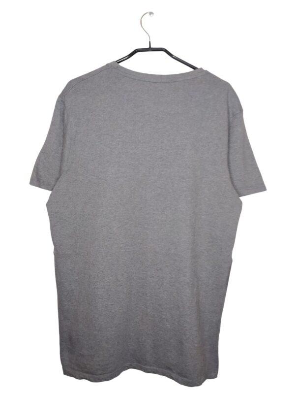 Szara koszulka z czarnym nadrukiem Londynu. Widoczne ślady noszenia.