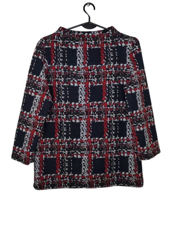 Sweter w kolorową kratę.