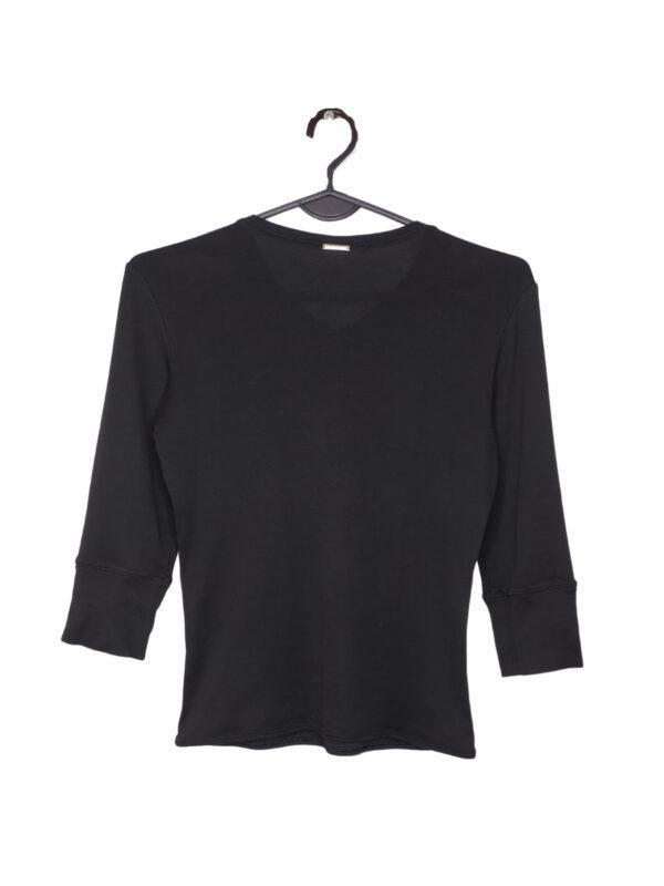 Czarna bluzka z rękawem 3/4 I dekoltem w serek z Hugo Bossa.