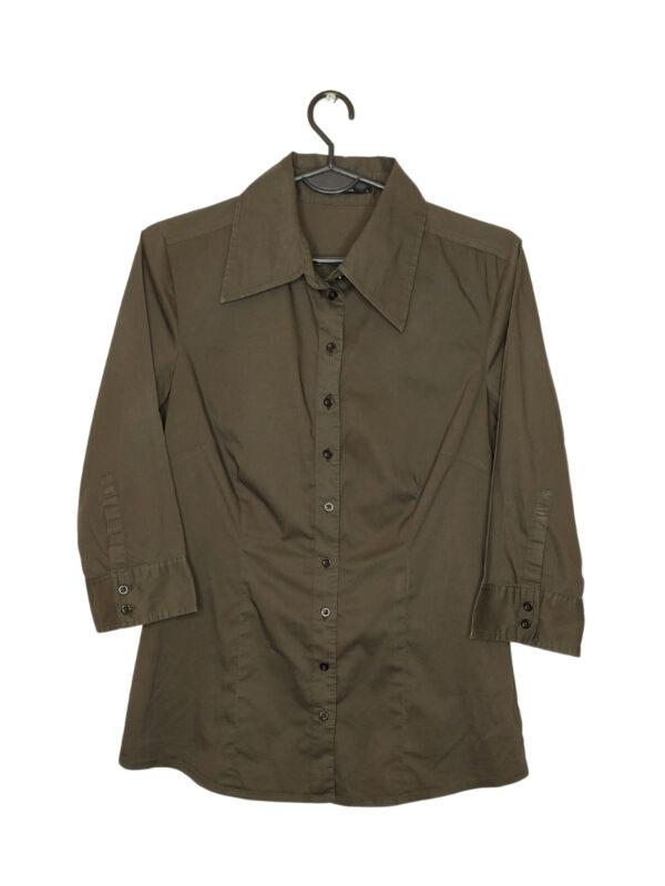 Brązowa koszula z rękawami 3/4. Przy metce dodatkowy guzik.
