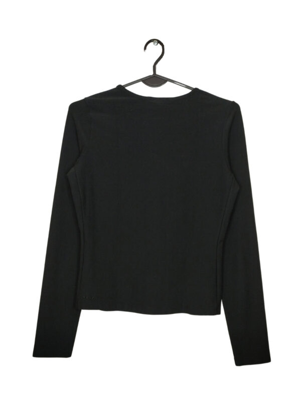 Czarna bluzka sportowa NIKE. Wyszyte logo z przodu na dole.