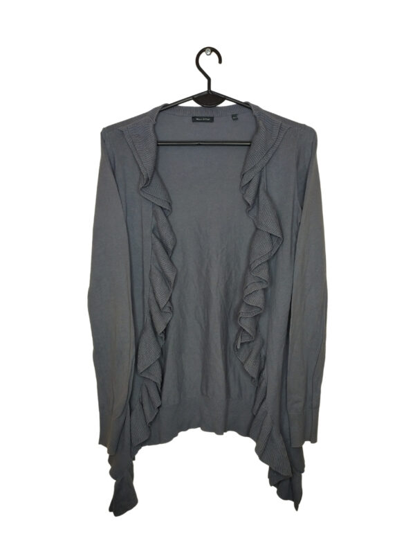 Szary sweter z falbanami. Widoczne ślady noszenia. Pod pachami lekkie przebarwienia.