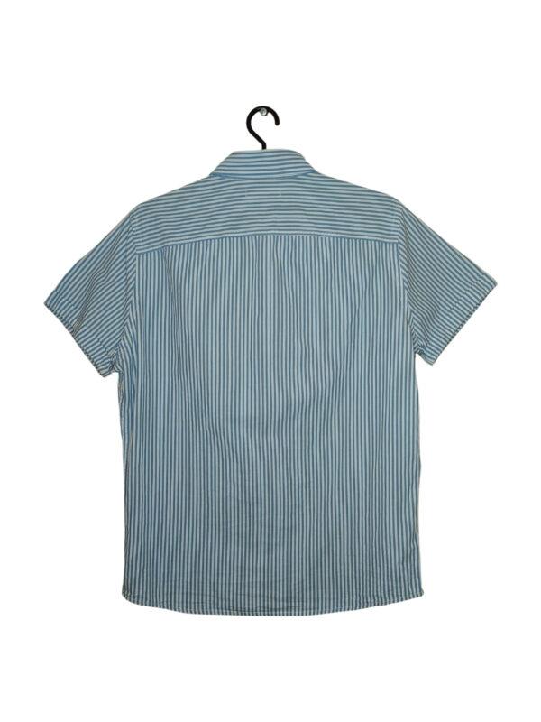 Biała koszula w niebieskie paski. Posiada kieszonkę z logo Hollister.
