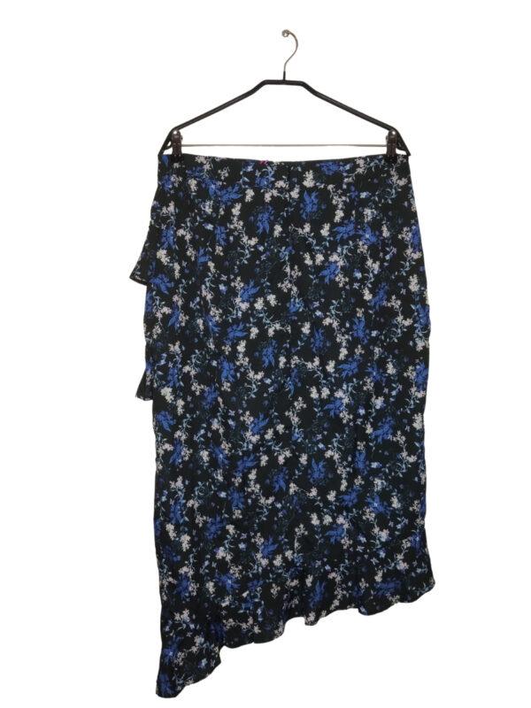 Czarna spódnica w niebieskie i białe kwiaty z falbanami. Zapinana na zamek z tyłu. Nowa z metką.