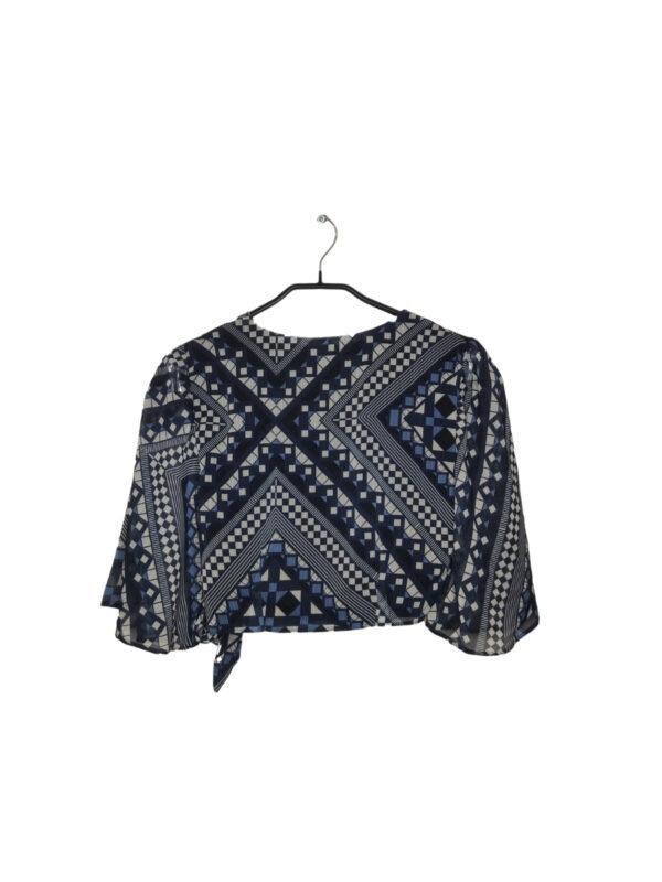 Bluzka w niebiesko-białe wzory wiązana w talii. Szerokie rękawy. Nowa z metką.