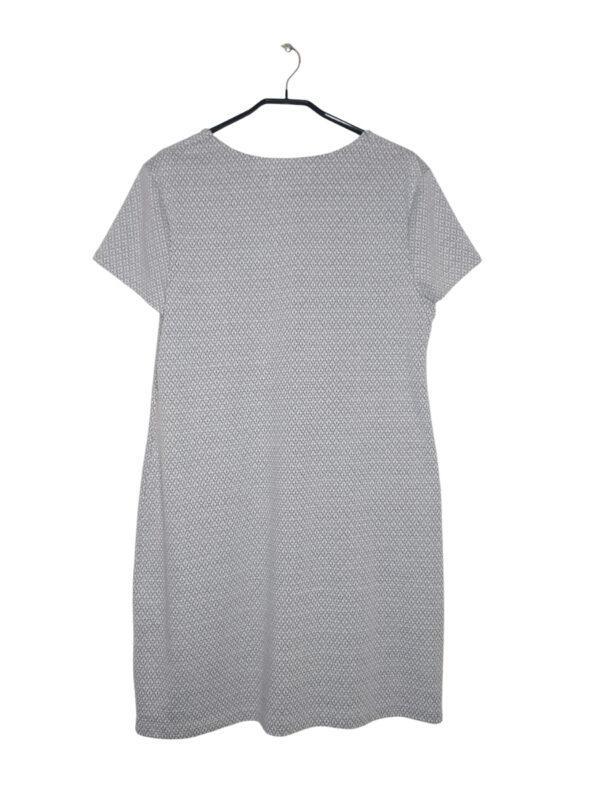 Szara sukienka w białe wzorki. Z przodu dwa ozdobne zamki.
