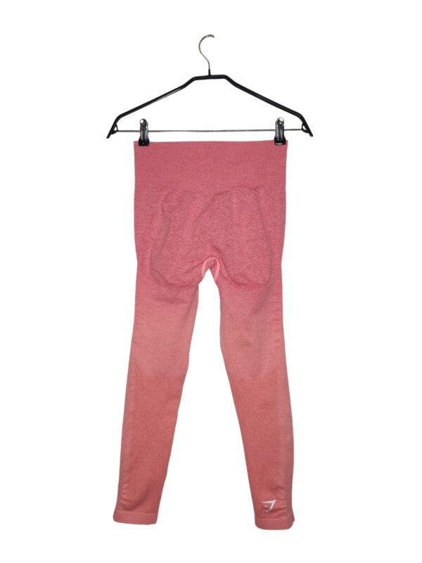 Różowe legginsy sportowe z firmy GYMSHARK.