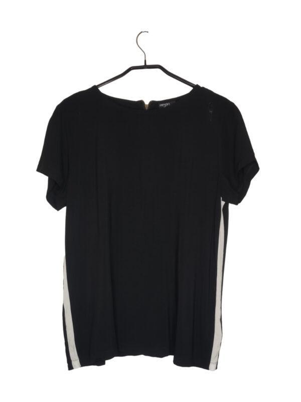 Czarna przewiewna bluzka z białymi lampasami. Zapinana na zamek z tyłu.