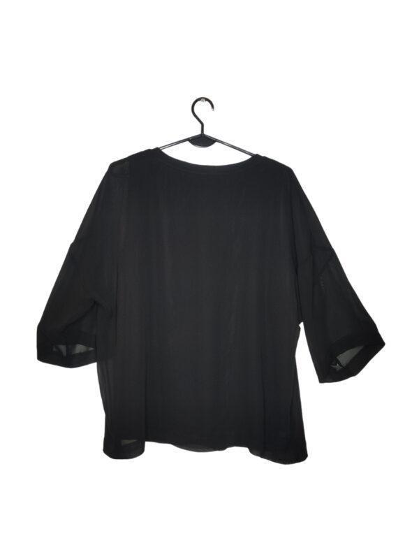 Czarna bluzka z transparentnym materiałem. Pod spodem podkoszulka.