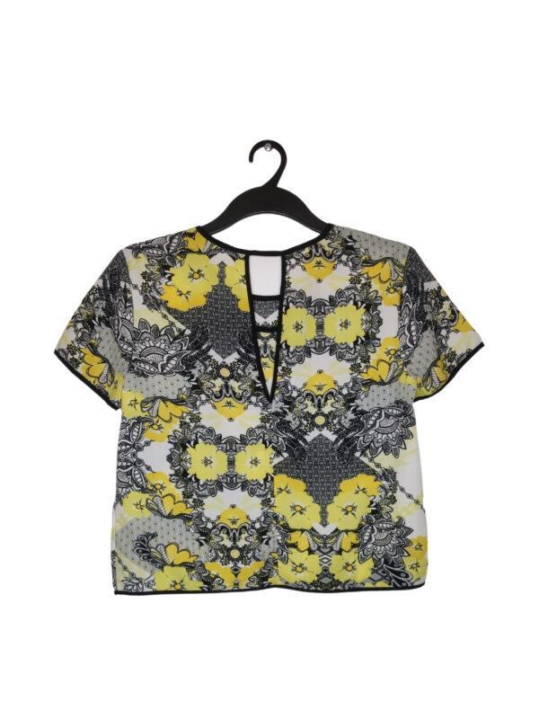 Biała bluzka w czarne i żółte wzory. Wycięty tył.