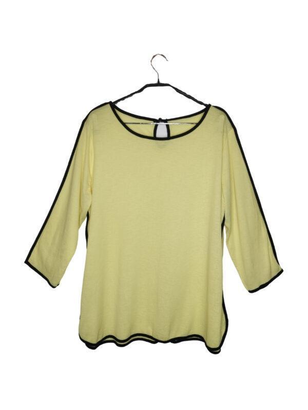 Żółta bluzka z czarnymi lamówkami. Zapinana na guzik z tyłu. Niestety metka jest nieczytelna, rozmiar podany na oko (L/XL)