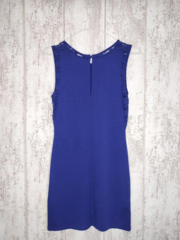 Granatowa sukienka bez ramiączek z koronkowymi wykończeniami.