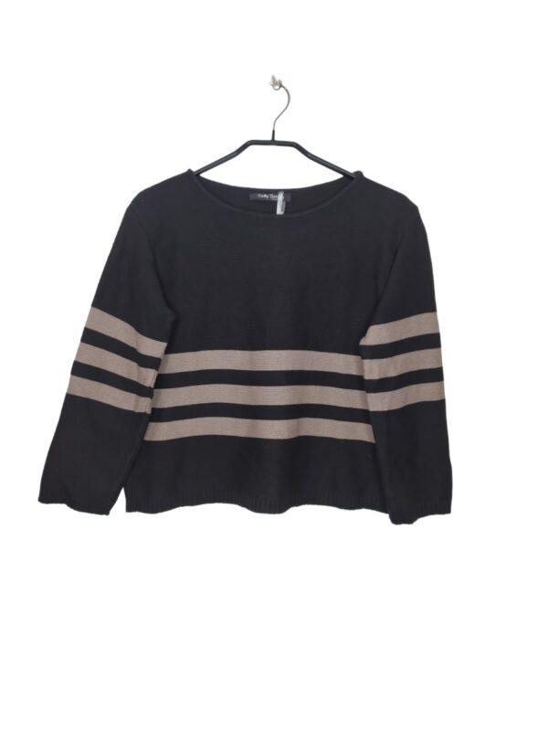 Czarny, krótki sweterek z rękawami 3/4. Ma 3 szare paski.