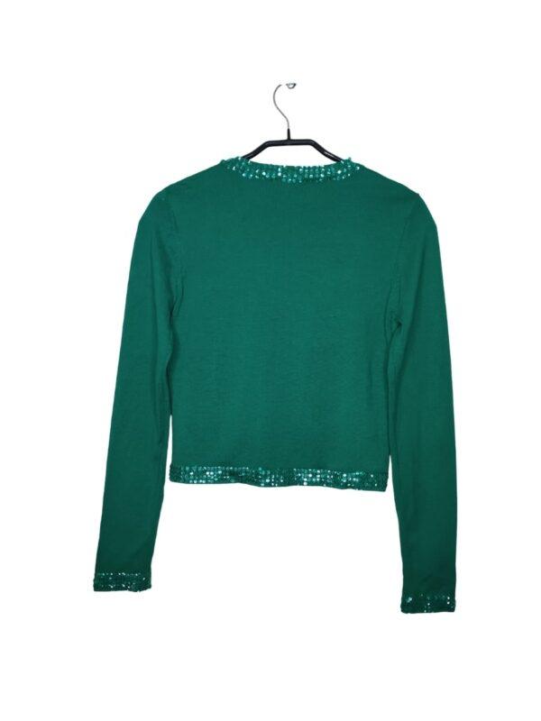 Zielony sweterek zapinany na haftki. Posiada ozdobne cekiny. Widoczne lekkie ślady noszenia.