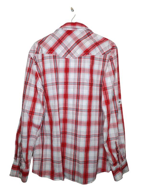 Biała koszula w niebieską i czerwoną kratkę. Zapinana na zatrzaski. Po lewej stronie naszyte logo nad kieszenią. Możliwość podwinięcia rękawów.