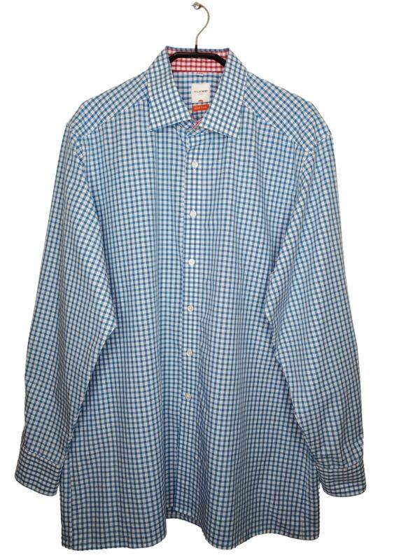Koszula w niebiesko-biała kratę. Na dole od spodu przyszyte zapasowe guziki.