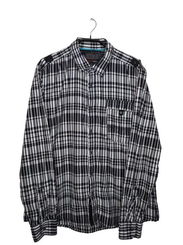 Koszula w czarno-białą kratkę. Po lewej stronie kieszonka zapinana na zatrzask.