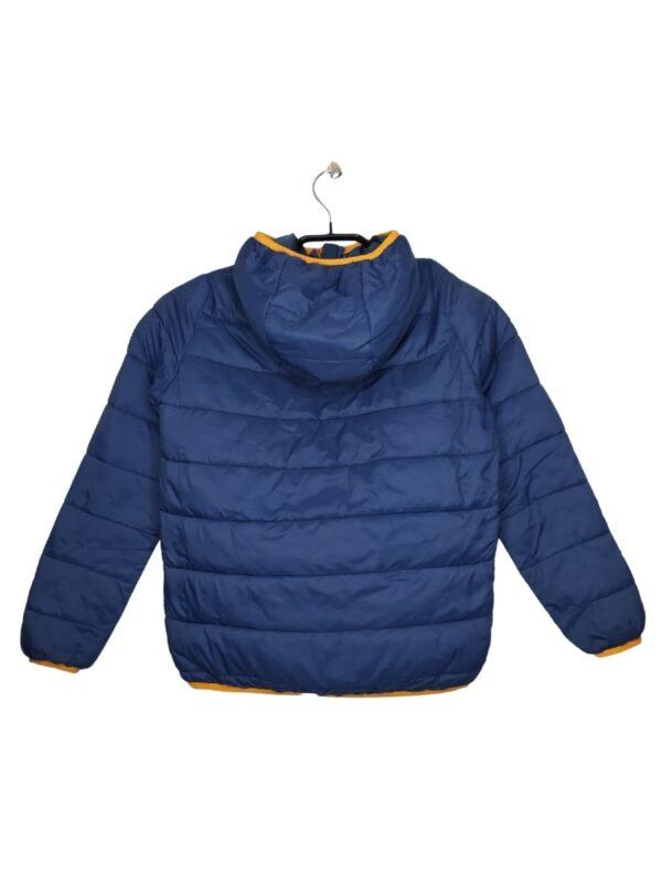 Granatowa kurtka z pomarańczowymi elementami. Widoczne ślady noszenia.