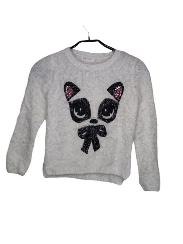 Futrzany, biały sweterek z kotkiem z czarnych i różowych cekinów.