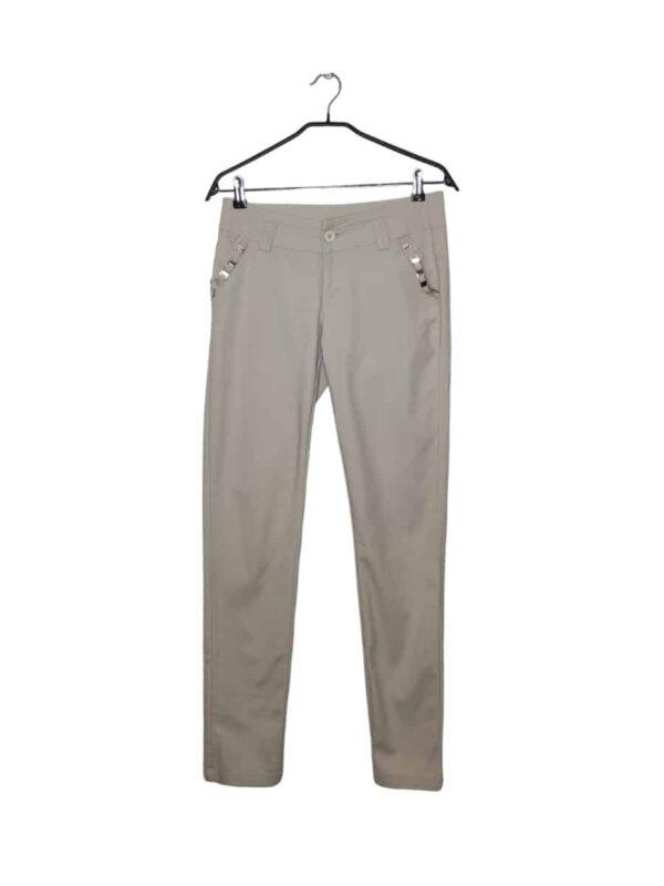 Beżowe eleganckie spodnie z ozdobnym paskiem przy kieszeniach. Lekko przybrudzone.