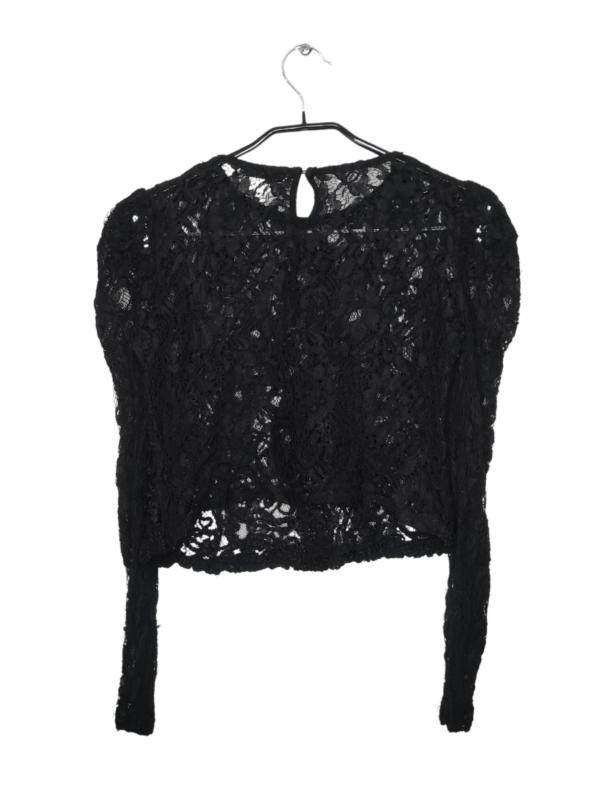 Czarna koronkowa bluzka z długim rękawem. Zapinana z tyłu na guzik. Wioczne lekkie ślady noszenia.