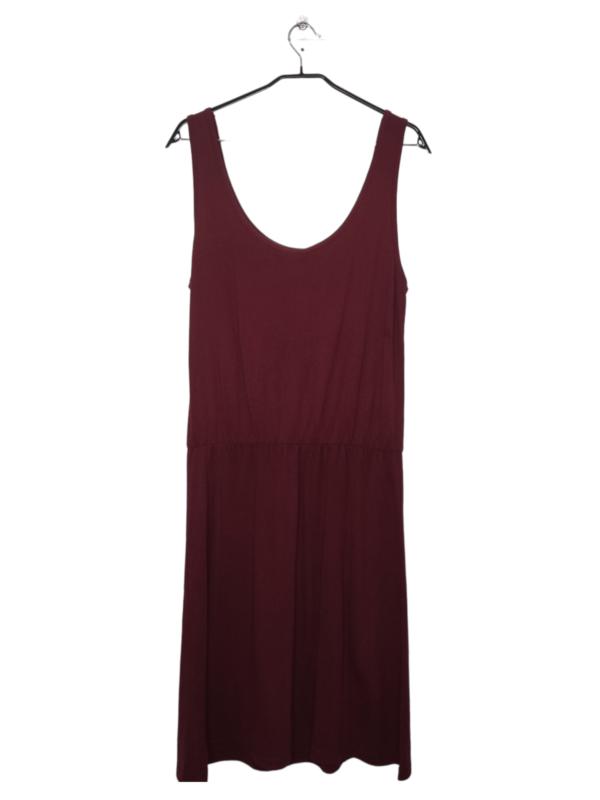 Przewiewna bordowa sukienka bez rękawów.