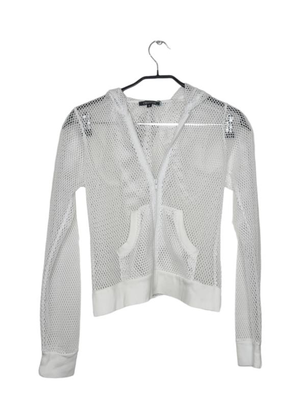 Biała bluza z kapturem z motywem siatki. Posiada dwie kieszenie z przodu. Zapinana na zamek.