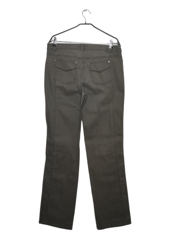 Spodnie z szerokimi nogawkami.